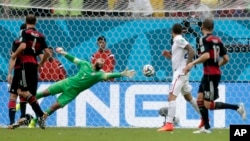 United States' goalkeeper Tim Howard is unable to stop a shot by Thomas Mueller, scoring Germany's first goal during the group G World Cup soccer match between the United States and Germany in Recife, Brazil, June 26, 2014.