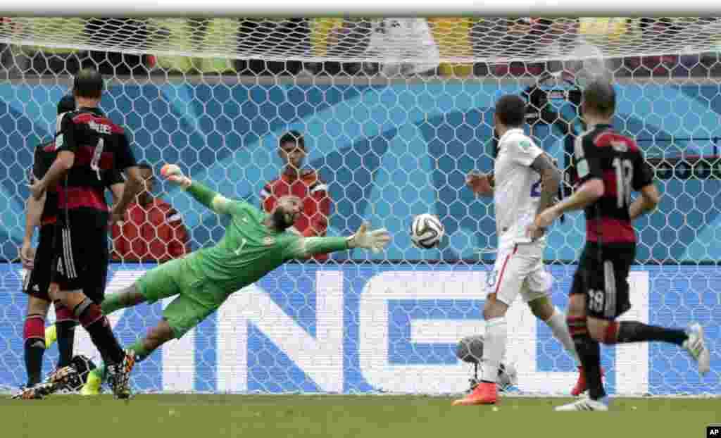 26일 열린 브라질 월드컵 G조 조별리그 독일과 미국의 경기에서 독일 토마스 뮐러가 결승골을 넣고 있다.