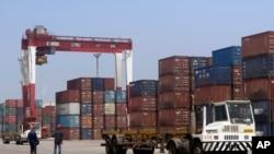 중국 랴오닝성 잉커우의 무역항.