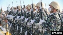 نیروهای ارتش جمهوری اسلامی ایران، عکس از آرشیو