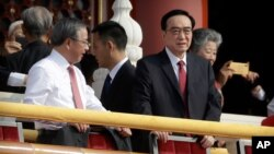 Chen Quanguo, Sekjen Partai Komunis China di Kawasan Otonomi Uighur di Xinjiang (kanan) saat menghadiri acara di Beijing.