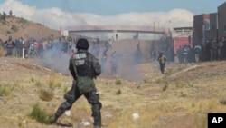 Los enfrentamientos entre los mineros cooperativistas y fuerzas policiales se mantienen por más de una semana