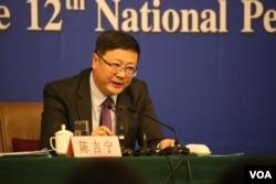 环保部长陈吉宁在记者会上称 解决中国环保问题不能操之过急 (美国之音东方拍摄)