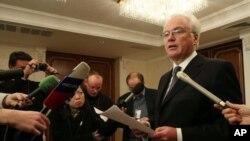 비탈리 추르킨 유엔 주재 러시아 대사가 기자회견을 통해 한반도 사태 관련 유엔 안보리 긴급회의 소집을 요청하고 있다.