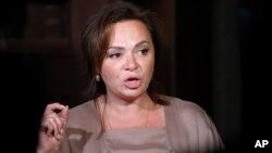 Luật sư Natalia Veselnitskaya có liên hệ với Điện Kremlin nói chuyện với các nhà báo ở Moscow, Nga, ngày 11 tháng 7, 2017.