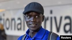 Janubiy sudanlik marafon yuguruvchisi Guor Marial London Olimpiadasida Olimpiya bayrog'i ostida qatnashmoqda.