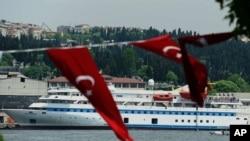 图为尝试向加沙地带的巴勒斯坦人运送援助物资的土耳其船队5月30日在伊斯坦布尔