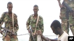 صومالی قزاقوں نے یونان کا مال بردار جہاز یرغمال بنالیا