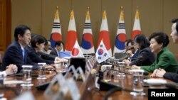 日本首相安倍晋三同韩国总统朴槿惠在首尔会谈(2015年11月2日)