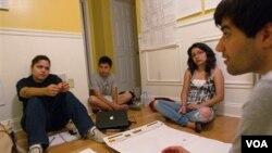 La falta de profesionales entre la comunidad hispana es una de las principales causas de pobreza dentro de este grupo social.