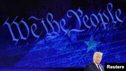 Presiden AS Donald Trump bersiap memberikan pidato pada acara pertemuan dengan masyarakat di Philadelphia, Pennsylvania, yang ditayangkan secara nasional oleh stasiun televisi ABC News, 15 September 2020. (REUTERS / Kevin Lamarque)