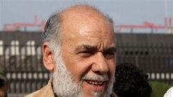 حسن میشیمه، رهبر مخالفان شیعه بحرین در هنگام ورود به بحرین در فرودگاه بین المللی آن کشور