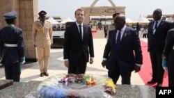Le président français Emmanuel Macron et son homologue ghanéen Nana Akufo Addo à Accra, le 30 novembre 2017.