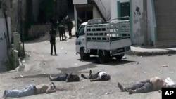 2일 시리아 반군이 베이다에서 촬영했다며 공개한 사진. 반군은 시리아 정부군이 대규모 학살을 저질렀다고 주장하고 있다.
