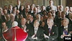 El Papa Benedicto XVI durante la audiencia con diplomáticos extranjeros acreditados ante la Santa Sede.