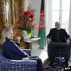 Afg'on rahbari Hamid Karzay AQSh Davlat kotibasi Xillari Klinton bilan, Bonn, 5-dekabr, 2011