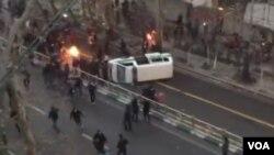 در اعتراضات ماه گذشته، مردم شعارهای تندی علیه حکومت جمهوری اسلامی ایران دادند.