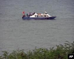 中国渔船驶近金门岛