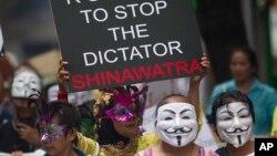 Người biểu tình Thái Lan đeo mặt nạ 'Guy Fawkes' trong cuộc biểu tình chống chính phủ tại Bangkok, ngày 31/ 5/2013.