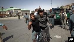 阿富汗警方在現場處理事件。
