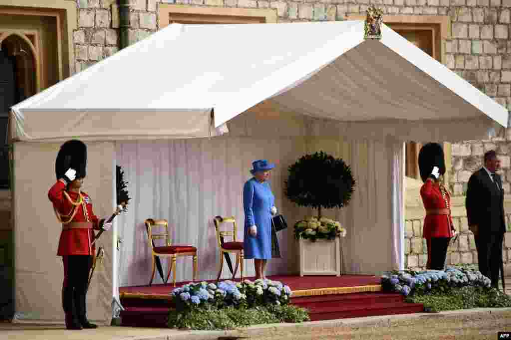 مراسم استقبال رسمی از پرزیدنت ترامپ و بانوی اول در حضور ملکه الیزابت در کاخ ویندزور لندن