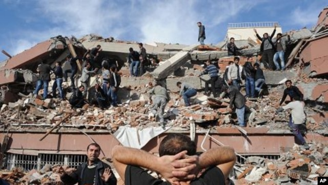 People try to save others trapped under debris in Tabanli village near the city of Van after a powerful earthquake struck eastern Turkey, October 23, 2011.
