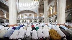 مسلمانان جهان پایان ماه رمضان را جشن می گیرند