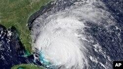 """美國國家海洋与大气管理局星期五衛星圖像顯示的颶風""""艾琳"""""""