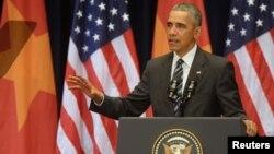 Tổng thống Mỹ Barack Obama đọc diễn văn tại Trung tâm Hội nghị Quốc gia ở Hà Nội, ngày 24/5/2016.