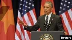 Presiden AS Barack Obama saat berpidato di National Convention Center, Hanoi, Vietnam (24/5).