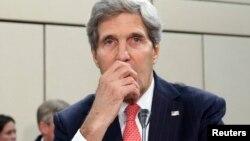 克里国务卿12月3日在布鲁塞尔参加北约会议。
