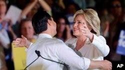 Julián Castro respaldó a Hillary Clinton desde el inicio de su campaña.