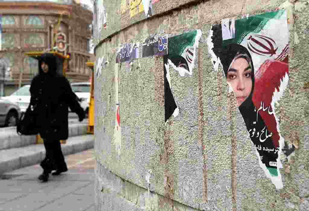 Las señales de ataques contra la propaganda electoral se podía ver en distintas parte de Teherán.