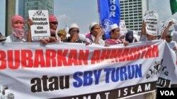 Demonstrasi menuntut pembubaran Ahmadiyah di Jakarta (foto: dok). Pakar independen PBB menilai RUU Ormas mengancam hak kebebasan berpendapat dan beragama.