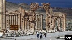 Thành phố Palmyra là nơi tọa lạc một địa điểm di sản thế giới lớn của UNESCO mà các chuyên gia lo ngại các phần tử cực đoan có thể cướp phá và làm hư hại.