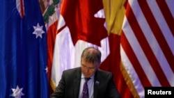 新西兰贸易部长帕克2018年3月在CPTPP协定上签字(路透社)