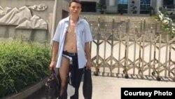 广西律师吴良述在法院内被法警殴打后惨况(参与网图片)