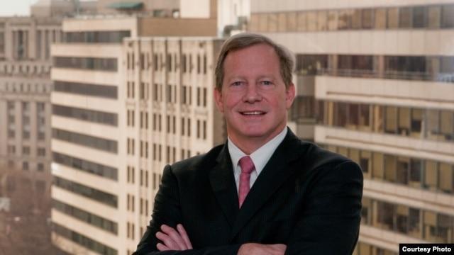 Đối tác cao cấp của công ty luật Woodley & McGillivary, ông Gregory McGillivary