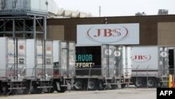 JBS je veliki dobavljač mesa koji posluje u Sjedinjenim Državama, Australiji, Kanadi, Evropi, Meksiku, Novom Zelandu i Britaniji.