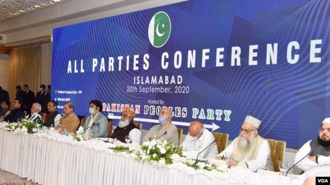 اپوزیشن اتحاد پی ڈی ایم کی بنیاد گزشتہ سال ستمبر میں پیپلزپارٹی کی میزبانی میں ہونے والی آل پارٹیز کانفرنس میں رکھی گئی تھی۔