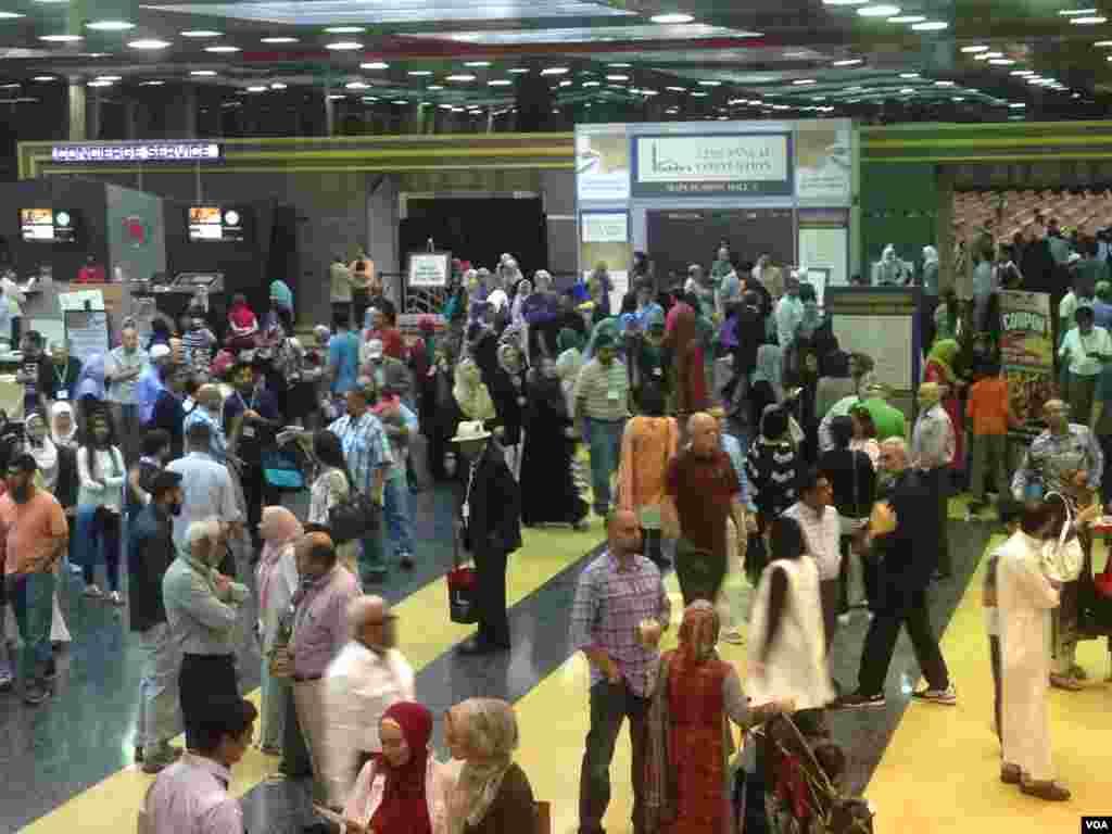 """""""اسنا"""" کنونشن 2015 کی تقریب میں لوگوں کی بڑی تعداد شرکت کر رہی ہے"""