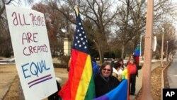 امریکا: ہم جنس پرستوں کی فوج میں بھرتی پر عائد پابندی ختم