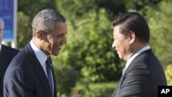 美国总统奥巴马(左)和中国国家主席习近平9月6日在圣彼得堡会晤前握手。