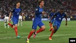 L'équipe de la France lors de l'UEFA EURO 2016 au Stade Vélodrome de Marseille, France 15 juin 2016. epa/ PETER POWELL