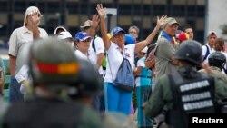 """Mientras la MUD consideró el proceso como un """"fraude constitucional"""" y llamó a protestas esta semana en rechazo a la instalación de la Asamblea Constituyente, el presidente Nicolás Maduro celebró la elección como algo """"admirable""""."""