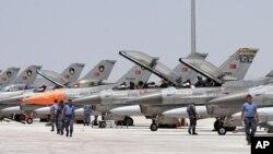 土耳其数十架F-16战机正为参加演习做起飞准备。(资料照片)