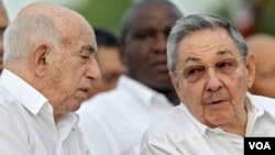 El segundo secretario del PCC, José Ramón Machado, y el primer secretario, Raúl Castro.