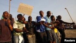 Mineiros grevistas na Mina de Marikana na África do Sul (Agosto 2012)