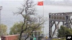북중 국경지역을 지나는 중국 화물차 (자료사진).