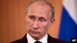 Presiden Rusia Vladimir Putin membantah laporan bahwa Rusia berniat membuka lagi fasilitas intelijen di dekat Havana (foto: dok).